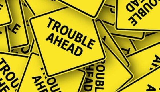 "Schilder ""Trouble ahead"""