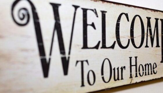 """Schild """"Welcome to our home"""""""