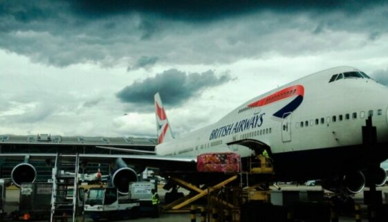 Flugzeug am Terminal