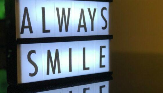 Schild: Always Smile